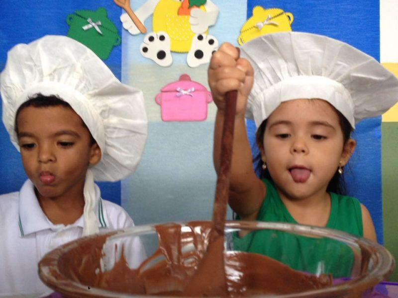 Confecção Pirulitos de chocolate